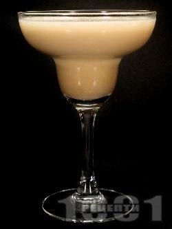 Коктейл Крещящ оргазъм (Screamin Orgasm) с водка, сметана и ликьори амарето, калуа и амарула - снимка на рецептата